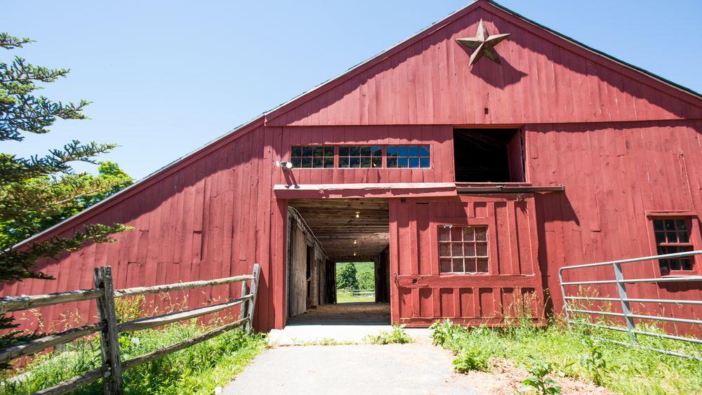 Historic barn provides rustic photo backdrop.  (Victoria Boucher Photography)