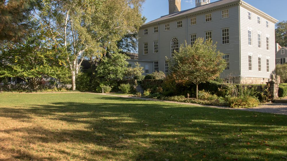 The back yard of Heather Gardens. Photo Credit: Shirtcliff Photography