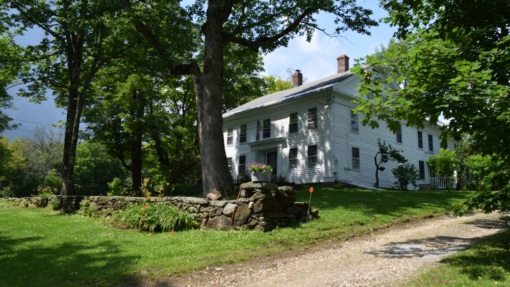 1790s farmhouse with original stone hedge-work