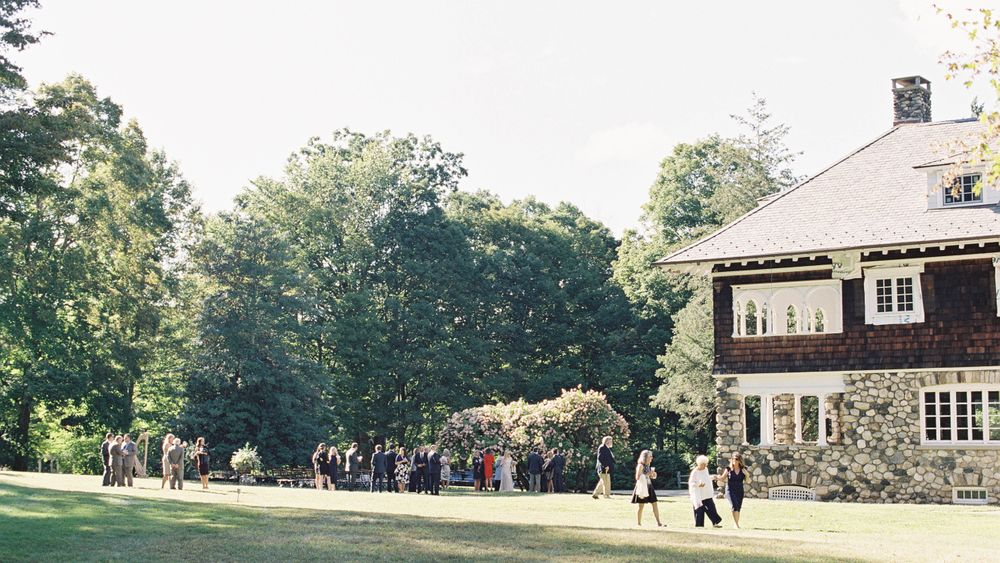 Main House Lawn.  100 yr old hydrangea tree in the background that serves as perfect ceremony site. (Jen Huang Photography)