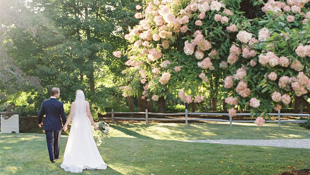 Just married! View of front lawn between entry gate and ceremony site. (Photo Credit: Jen Huang Photography)