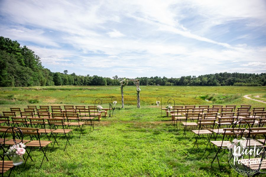 Ceremony site during set-up (Nicole Pelissier Photography)