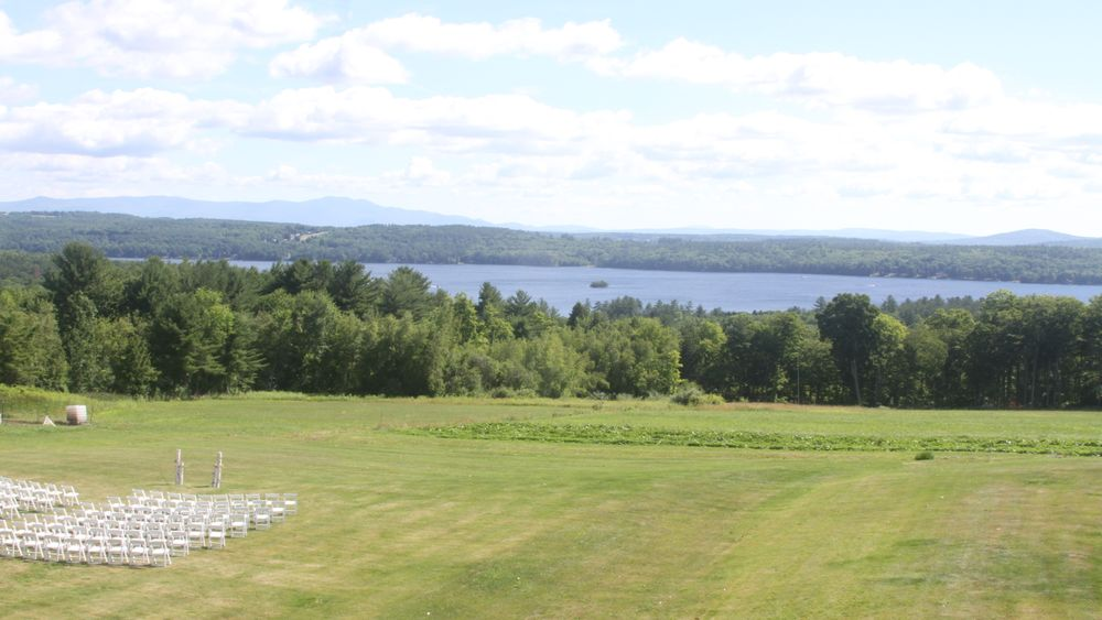 Lakeview ceremony site overlooking Lake Winnisquam.