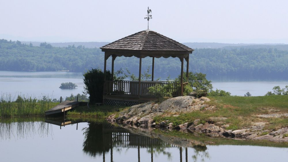 Lakeside gazebo available for unique photo backdrop.