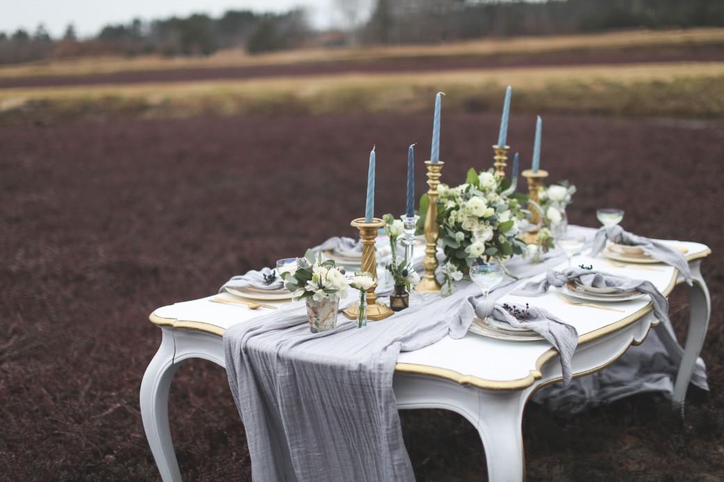 cranberry bog wedding_table setting
