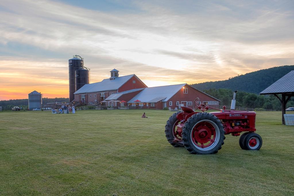 The-Red-Barn-and-Vineyard_Barn_WeddingVenue_Vermont