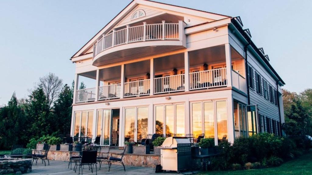 Outdoor Wedding Venues Near Boston - Narragansett Bay Estate