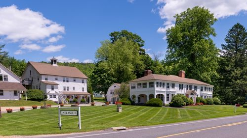 The Colonial Brook Inn